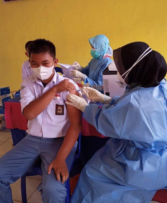 Pemberian Vaksin dosis 1 kepada siswa/i SMK Proklamasi Muara Enim